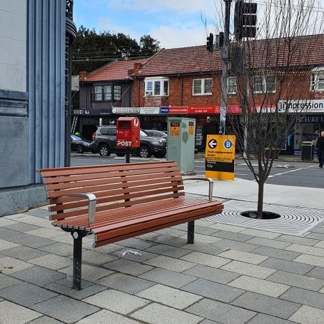 Madrid Seat - In-ground Leg (Custom Colour) - Wood Grain Ali - Western Red Cedar